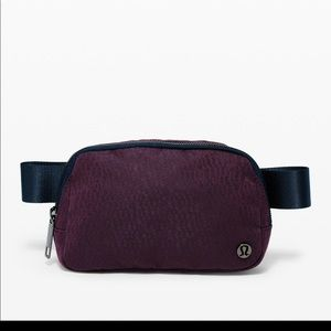 NWT lululemon everywhere belt bag black cherry